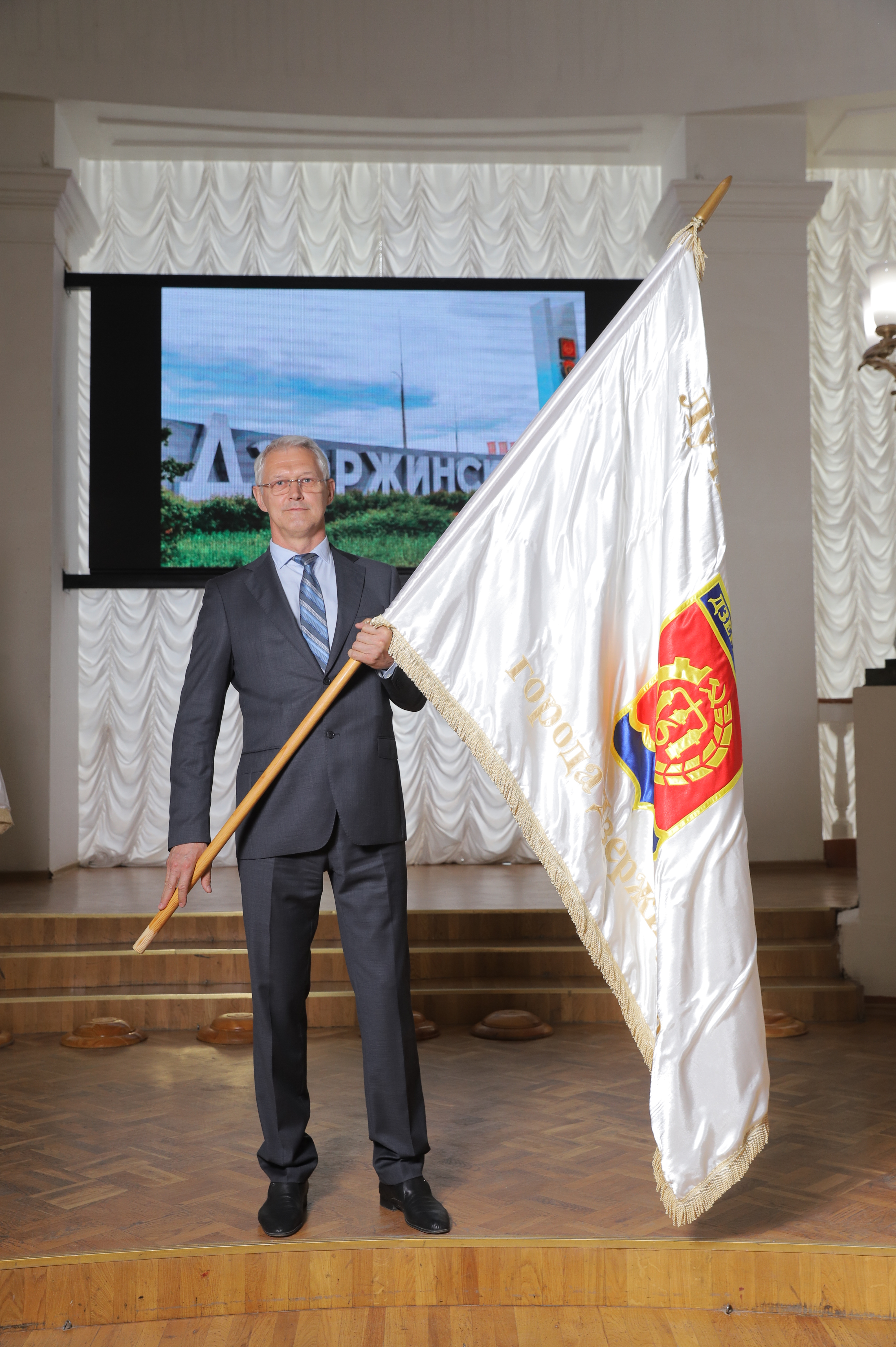"Zavod sintanolov LLC was conferred the Title and Flag ""THE BEST ENTERPRISE OF DZERZHINSK"""
